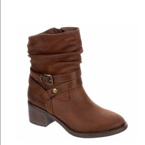 NWT.  Sophie 17 boots.  Size 2